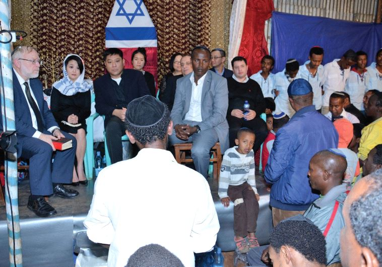 Why did a Hong Kong couple sponsor the aliya of 1,372 Ethiopians?