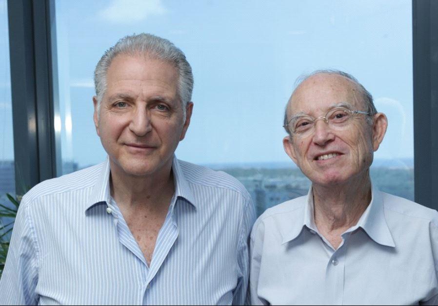 Prof. Yaakov Kop (right) and Leon Recanati (courtesy)