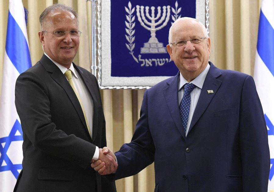 President Reuven Rivlin accepts the credentials of Brazil's new ambassador to Israel, June 15 2017. (MARK NEYMAN/GPO)