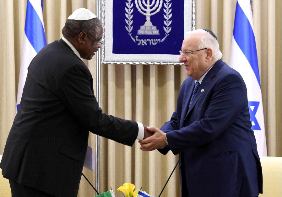President Reuven Rivlin accepts the credentials of Tanzania's new ambassador to Israel, June 15 2017. (MARK NEYMAN/GPO)