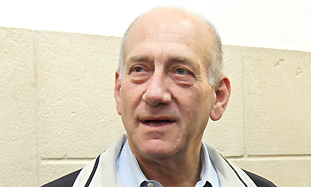 Former prime minister Ehud Olmert talks to the pre