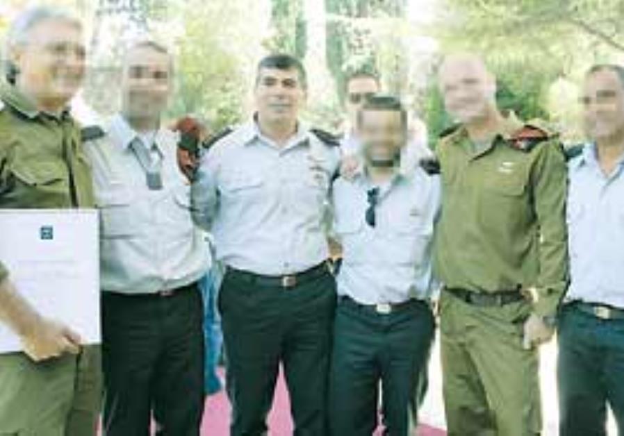 Cheif of staff gabi Ashkenazi and reservists