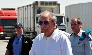 George Mitchell visits Kerem Shalom Gaza border cr
