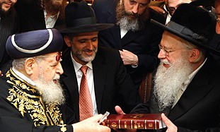 SIDING WITH THE HAREDIM: Shas spiritual leader Rabbi Ovadia Yosef, left, hosts a group of Slonim has
