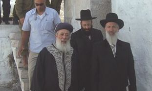 Chief Rabbis Yona Metzger and Shlomo Amar visit Joseph's Tomb.