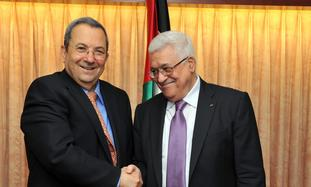 Ehud Barak and Mahmood Abbas shaking hands