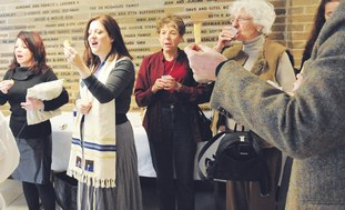 Congregants at Chicago's Temple Emanuel