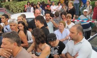 Crowd gathered outside Ra'anana murder scene
