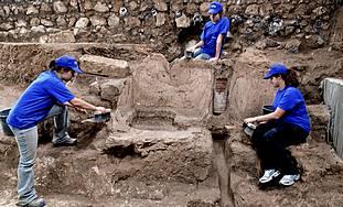 1,800-year-old Roman bathing pool