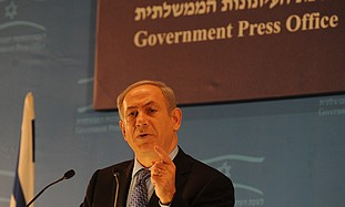 Netanyahu gives a speech to foreign journalists.