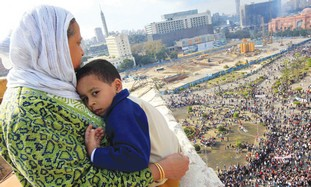 egyptian woman and child in Tahrir