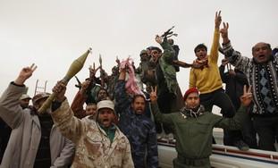 Libya: Rebel fighters wait for pro-Gaddafi forces