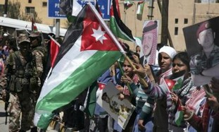 Residents wave Jordanian flags at pro-gov't rally.