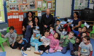 President Peres visits school in South