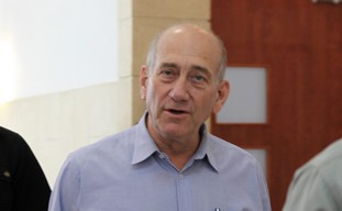 Ehud Olmert arrives at J'lem court for trial