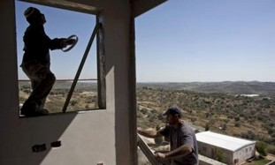 Palestinian workers build Kedumim settlement home