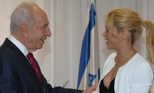 President Peres with Colombian pop star Shakira.