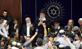 Rabbi Lior speaking at yeshiva