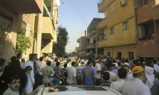 Syrians protest against Assad near Iraq border