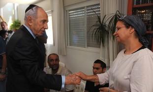 President Peres visiting family of Moshe Naftali