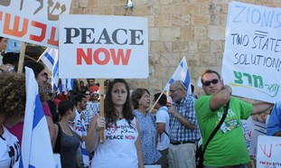 Peace Now protest at Gelnn Beck rally