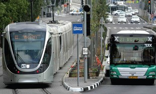 Jerusalem light rail with Egged bus