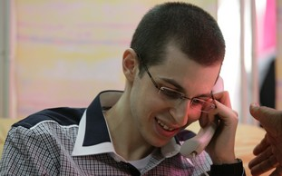 Gilad Schalit on phone to parents