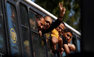 Palestinian prisoners enter Gaza from Egypt