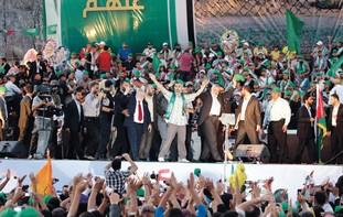 Hamas PM Haniyeh celebrates prisoner deal in Gaza