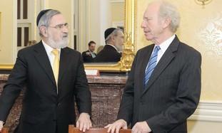 Rabbi Jonathan Sacks with US Senator Joe Lieberman