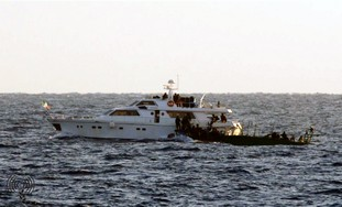 IDF naval soldiers intercept Gaza-bound ship