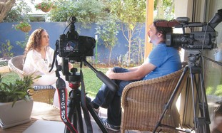 Igal Hecht interviewing Ahinoam Nini