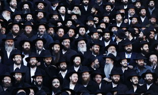 Chabad rabbis pose for group photo in Brooklyn