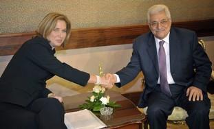 Tzipi Livni with Mahmoud Abbas [file photo]