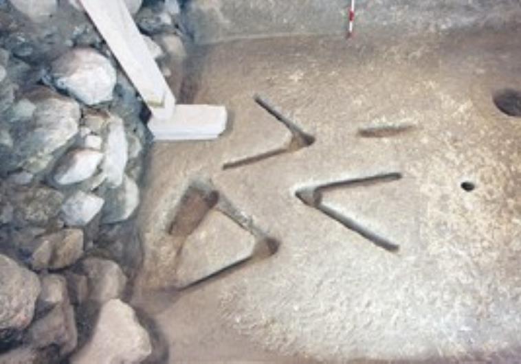 Thousands suggest explanations for ancient j lem carvings