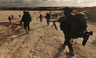 IDF soldiers walk to Gaza in Operation Cast Lead