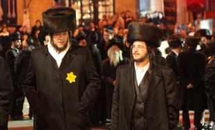 Haredi protesters in Jlem wear yellow Star of Dav