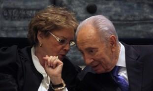 Dorit Beinisch, Peres