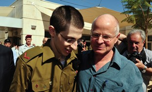 Gilad and Noam Schalit reuniting