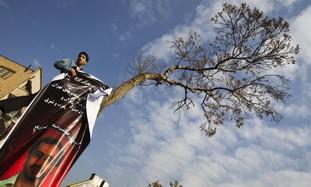Iranian hangs banner for late prof., Tehran Uni.