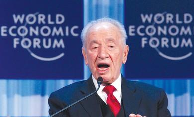Shimon Peres speaks in Davos