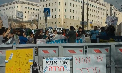 Activists protest Tal Law at PMO in Jlem