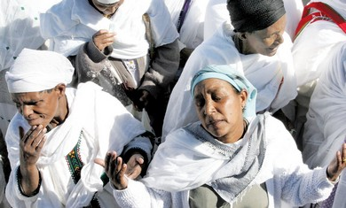 Ethiopian women grieve after domestic murder