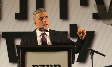 Yair Lapid speaks at a business conference in Eila