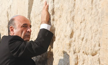 Shaul Mofaz at the Western Wall