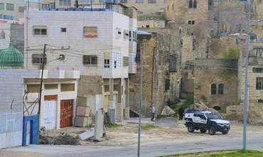 Settlers enter building in Hebron.