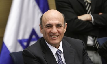 Shaul Mofaz smiling at Knesset