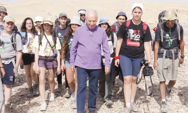 Peres on the tourist trail
