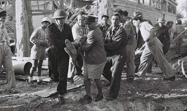 Haganah volunteers evacuate the wounded, 1948.