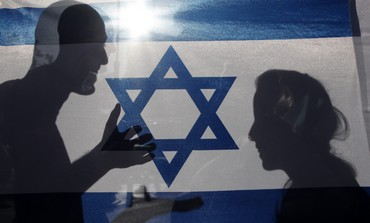 Shadow of couple on Israeli flag [file]